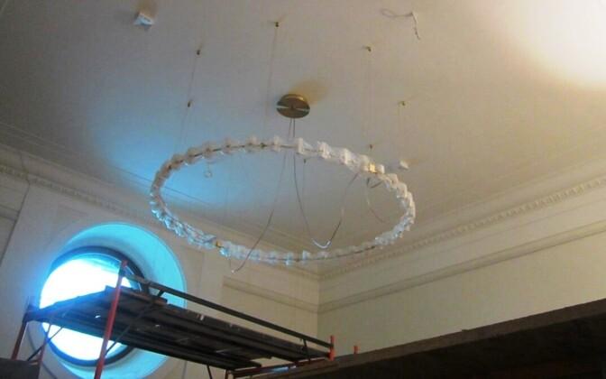 Потолок посольства, который в будущем украсит произведение искусства за 36 000 евро.