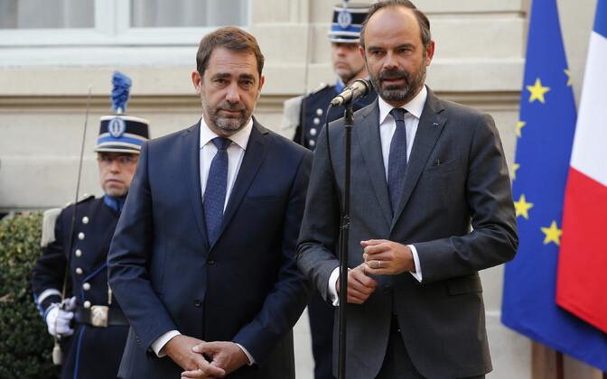Uus siseminister Christophe Castaner (vasakul) ja peaminister Édouard Philippe.
