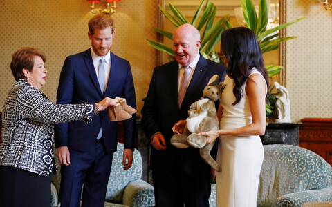 Austraalia kindralkuberner Peter Cosgrove andis kuninglikule paarile esimese beebikingituse