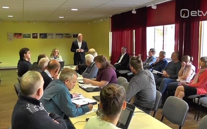 Est-Fori esindajad rääkisid Saarde volikogule tselluloositehase rajamisest.