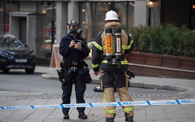 Rootsi politsei- ja päästetöötajad sündmuskohal.
