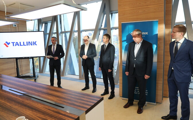 Tallink representatives announcing the purchase of the new shuttle. 18 October 2018.