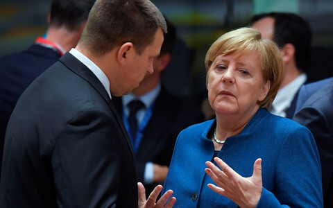Prime Minister Jüri Ratas talking to German Chancellor Angela Merkel. Brussels, October 2018.