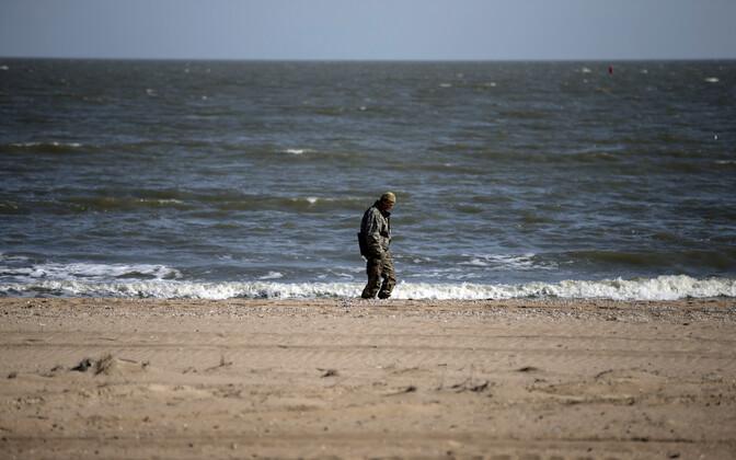 Ukraina sõdur Aasovi mere ääres.
