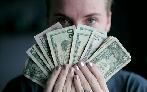 Naised ja raha on mõlemad sotsiaalsed konstruktsioonid.