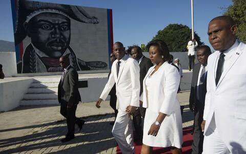 Президент Гаити Жовенель Моиз (в центре).