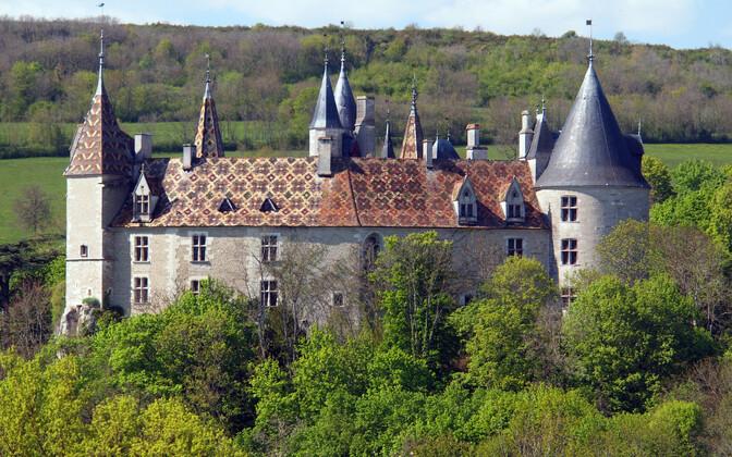 Ukraina tagaotsitava poolt ostetud Château de la Rochepot Côte-d'Ori departemangus.