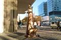 """Tallinnas avati skulptuur """"Kultuurihunt""""."""