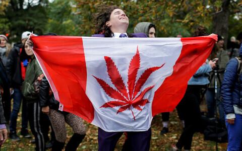 В Канаде вступил в силу закон, легализующий марихуану