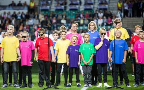 Koos Tallinna Poistekooriga esinesid Superkarika avatseremoonial ka Tallinna Heleni Kooli meelepuudega lapsed