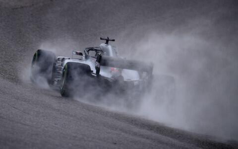 Lewis Hamilton teisel vabatreeningul