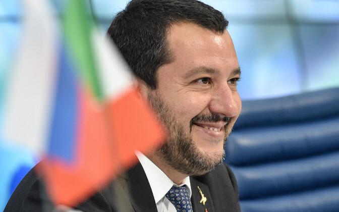Против главы МВД Италии ведется расследование из-за корабля с беженцами.