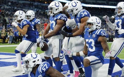 Indianapolis Coltsi mängijad rõõmustamas.