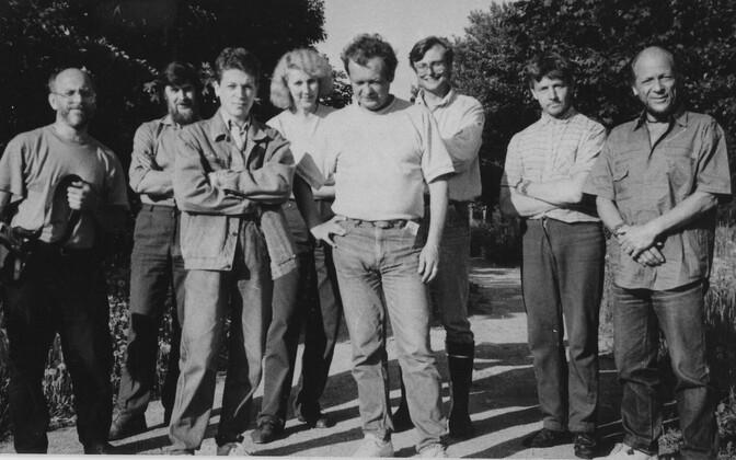 Võttegrupp: Jüri Vaher, Heino Mereküla, Jaan Kask, Õie Arusoo, Egon Tamra, Urmas Vahuri , dendroaia peremees, Peeter Tooming. 1995