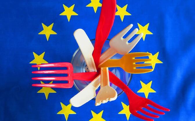 Plastikust noad ja kahvlid.