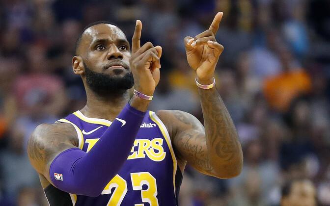 LeBron James võitu tähistamas.