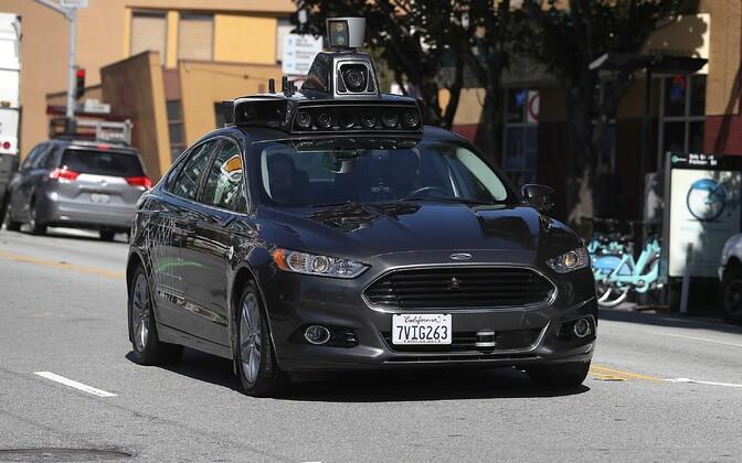 Isesõitvad autod on sattunud õnnetusse paar korda, Uberi testprogramm on toonud ka ühe hukkunu.