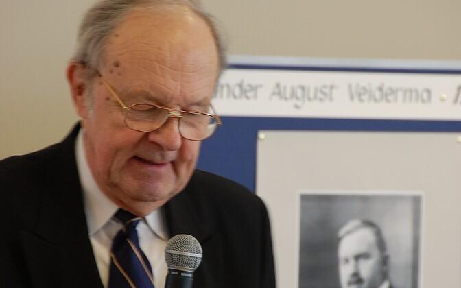 Mihkel Veiderma 2008. aastal oma isa Aleksander Veiderma, endise haridusministri ja poliitiku, 120. sünniaastapäeva tähistamisel
