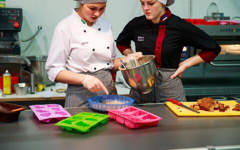 Tallinna teeninduskooli õpilased toidumessil.