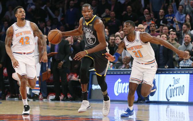 Kevin Durant (palliga) viskas viimasel veerandil rohkem punkte kui Knicksi meeskond kokku