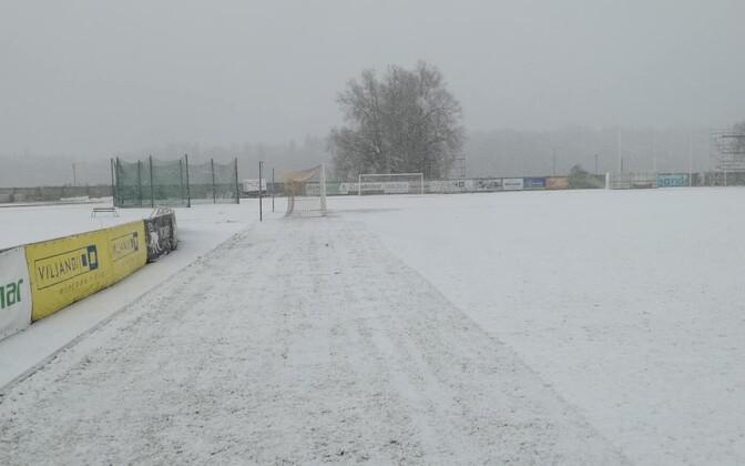 Viljandi linnastaadionit katab lumevaip