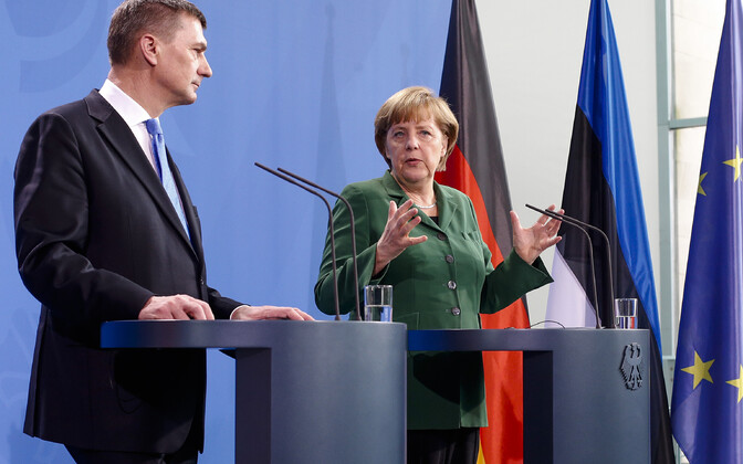 Андрус ансип и Ангела Меркель в 2013 году в Берлине.