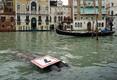 Veneetsias tõusis veetase tormi tõttu ohtlikult kõrgele.