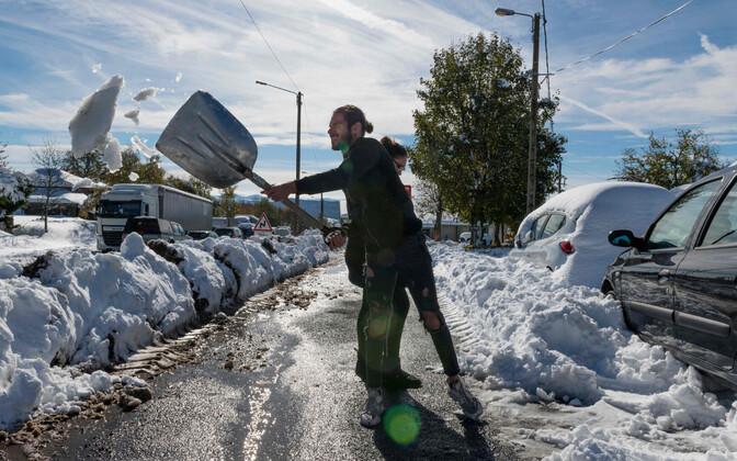 Снегопад во Франции.