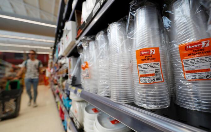 Plastnõud Lissaboni kaupluses.