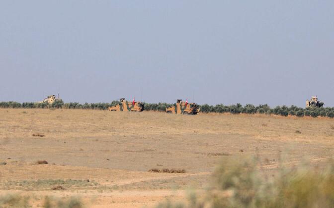 Türgi sõjaväemasinad Manbij linna piiril.