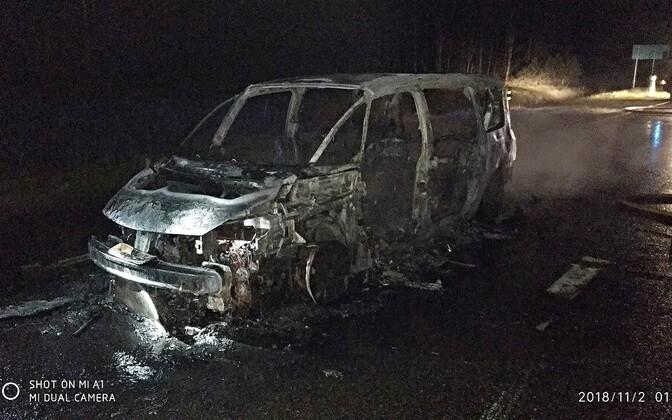 Сгоревший фургон.