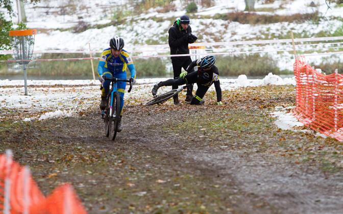 Tea Lang koduses cyclo-crossi karikasarjas võidu sõitmas