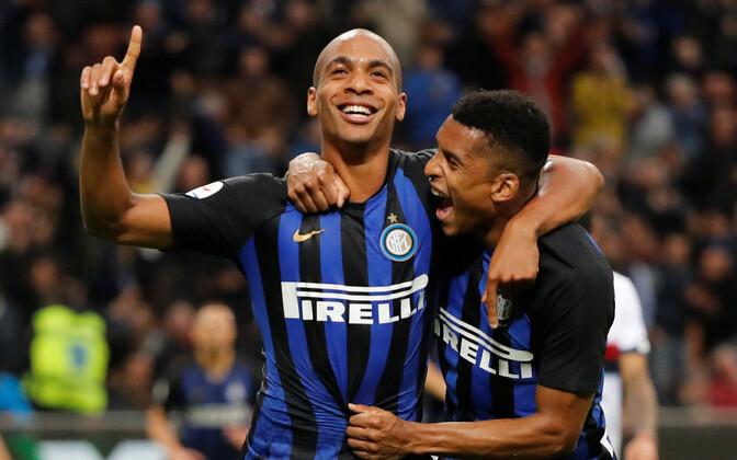 Milano Interi neljanda värava löönud Joao Mario tabamust tähistamas