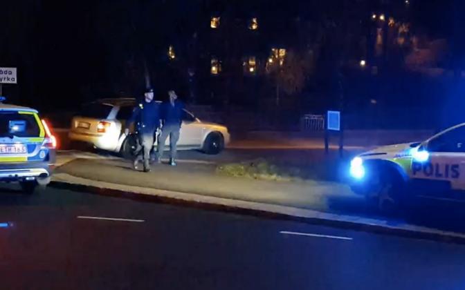 Rootsi politsei Göteborgis tuilistamiskohal.