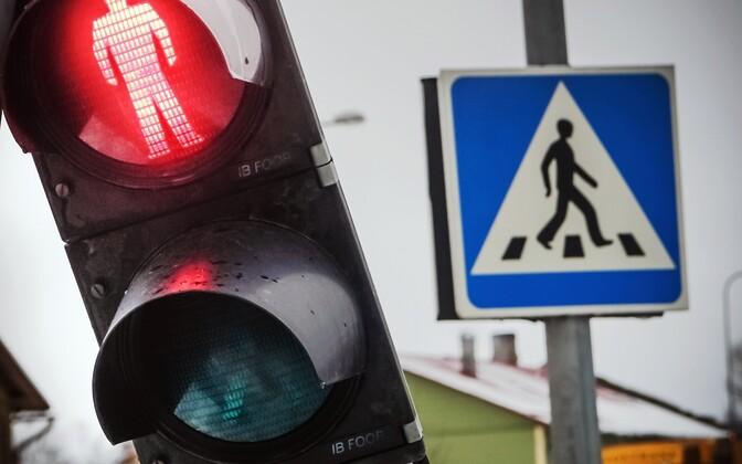 На опасных перекрестках установят светофоры.