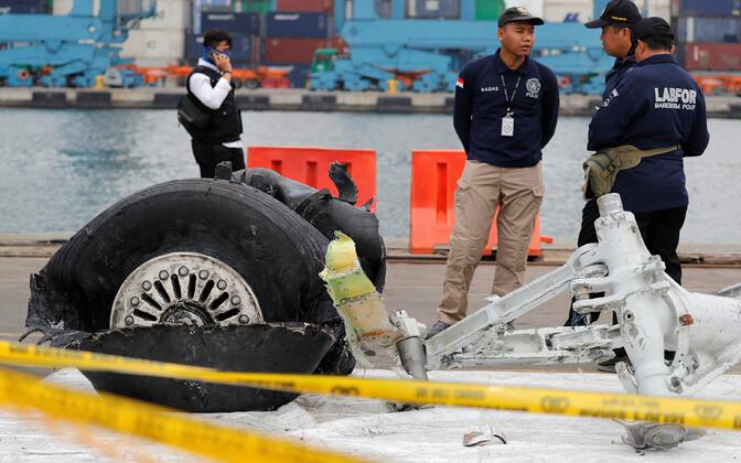 Indoneesias alla kukkunud Lion Airi lennuki purunenud rehv.