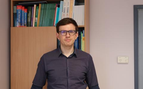 TÜ arvutiteaduse instituudi keeletehnoloogia õppetooli juhataja Mark Fišeli hinnangul on eesti keel masintõlke jaoks keerukas.