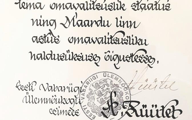 Арнольд Рюйтель подписал указ о предоставлении Маарду статуса самоуправления 7 ноября 1991 года.