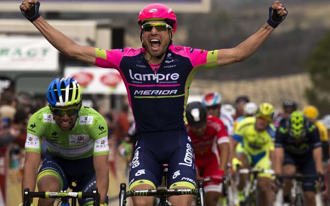 Davide Cimolai võtimas Paris-Nice'i etappi 2015. aastal