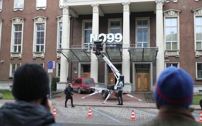 NO99 teatrimaja sildi eemaldamine.