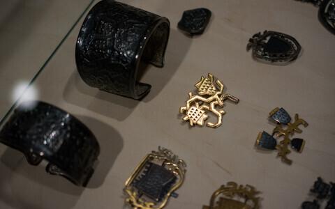Выставка украшений в музее Адамсона-Эрика.
