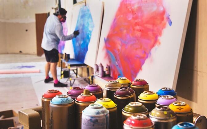 Anne mängib kunstimaailmas läbi löömiseks oodatust väiksemat rolli.