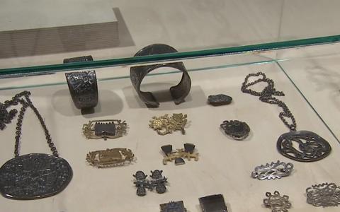 Adamson-Ericu muuseumi näitus Eesti ehtekunsti ajaloost.