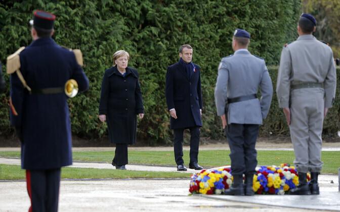 Ангела Меркель и Эммануэль Макрон открыли мемориальную доску в память о заключении мира в Первой мировой войне.
