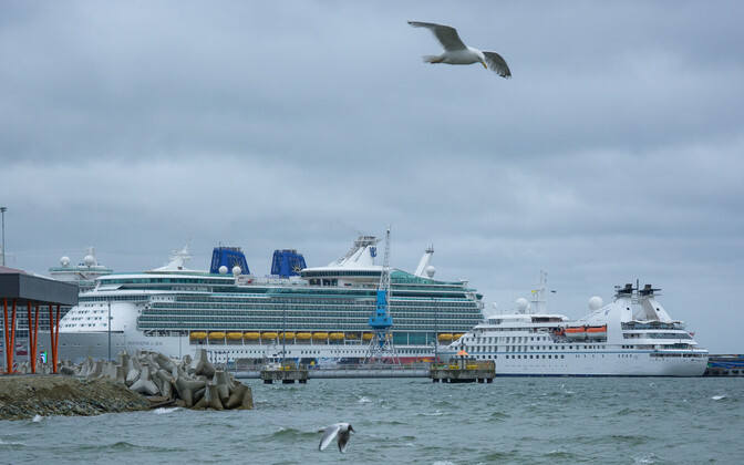 Ristluslaevad Tallinna Sadamas 2018. aasta suvel.