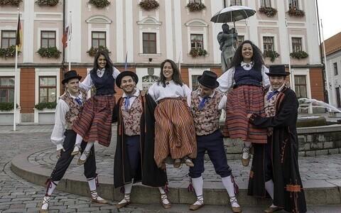 """Näituse """"Eesti meie südametes"""" kuraatorid"""