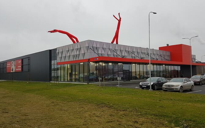 Rimi hüpermarket Tallinnas Peterburi teel.