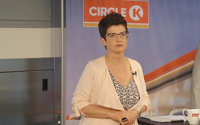 Kai Realo rahustab, et peagi jõuab langev nafta hind ka kütuse väljamüügihindadesse.