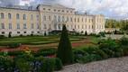 Rundale loss. Loss ja seda ümbritsev võrratu aed, mida peaks iga eestlane vähemalt korra külastama.