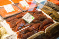 Riia kalaturg. Üks väike osa Riia kalaturu rikkalikust valikust. Uskumatult suur valik kala ja kalatooteid keset Riia linna.